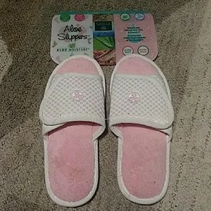 NWT Aloe Slippers Pink and White s/m